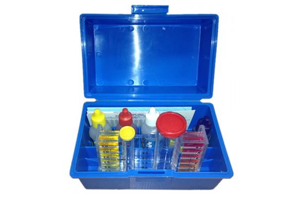 Swimming pool test kit 5 in 1 pioneer family pools for Swimming pool test