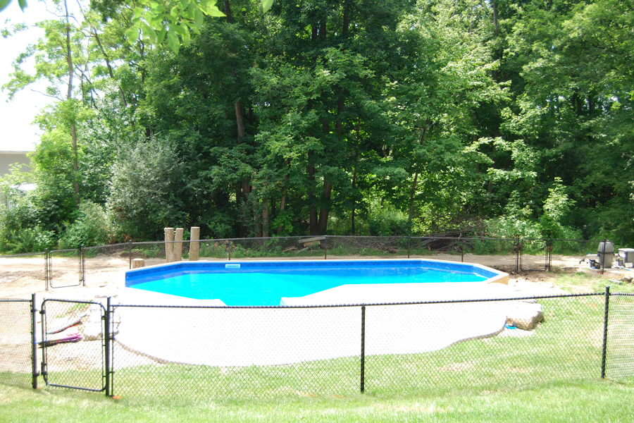 The smiths onground pool showcase pioneer family pools for Pool showcase