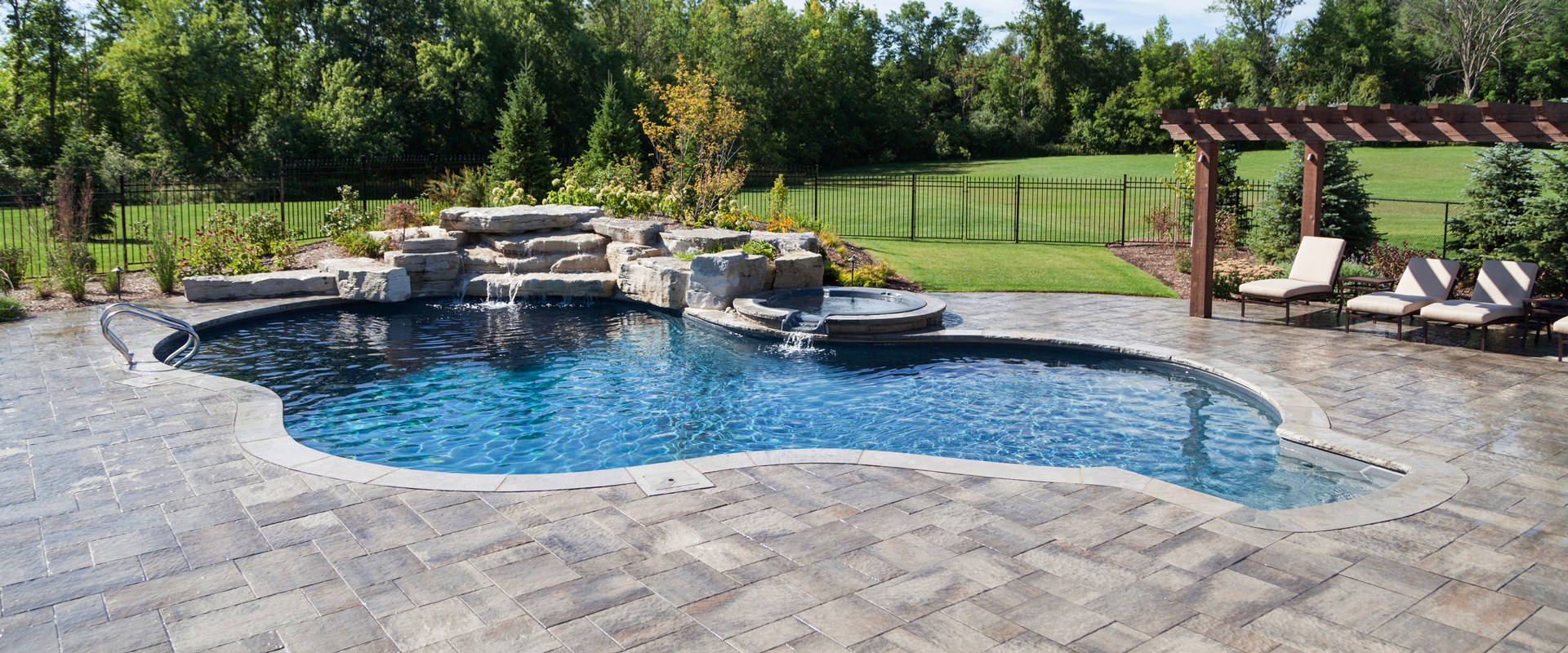 The bonikowskys inground pool showcase pioneer family pools for Pool showcase