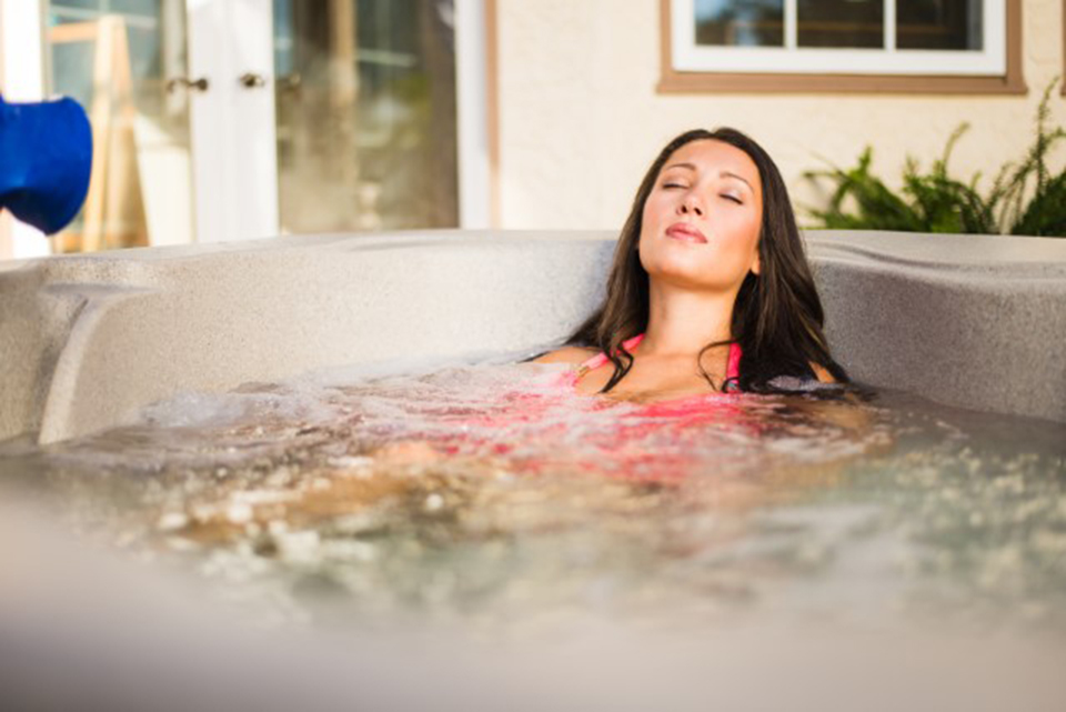 Embrace Hot Tub - Fantasy Spas - Pioneer Family Pools - Gallery