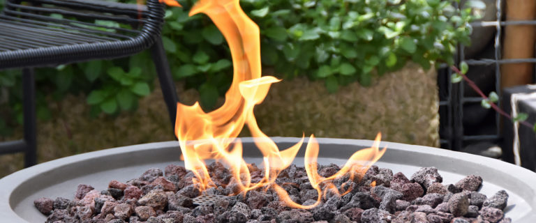 How To Choose The Right Fire Pit For Your Backyard